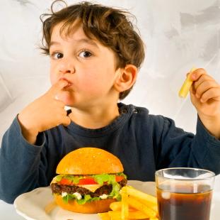 El consumo de comida rápida vinculado con el asma, las alergias y el eczema