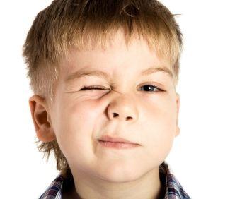 El párpado caído (ptosis) en los niños es más común de lo que crees
