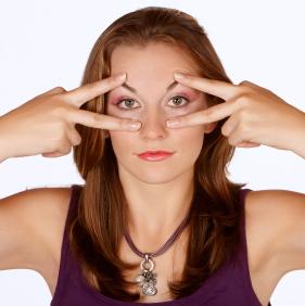 Levantar los párpados puede rejuvenecer tu mirada