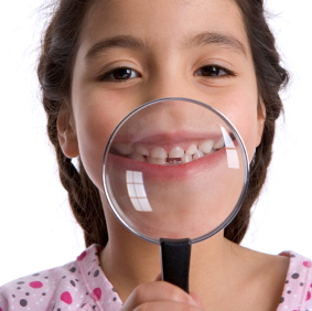 Los adolescentes y adultos jóvenes pueden y prevenir la inflamación de las encías