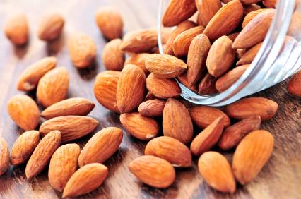 ¿Tienes el colesterol elevado a pesar de estar delgado?  ¡A comer nueces y almendras!