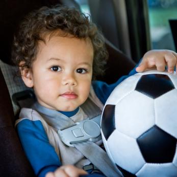 El asiento de bebé para el auto – ¿Qué debo tener en cuenta al comprarlo y qué errores debo evitar cuando coloco a mi bebé en uno de ellos?