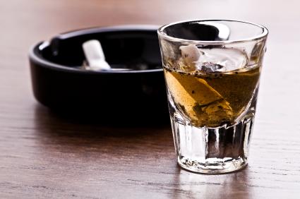 Alcohol y tabaco, dos factores que te ponen en riesgo de desarrollar cáncer del páncreas