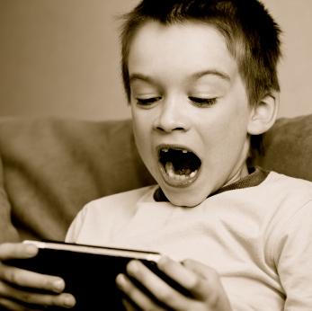 Los medios de comunicación y los videojuegos: ¿ladrones de la salud y la seguridad de tus hijos?