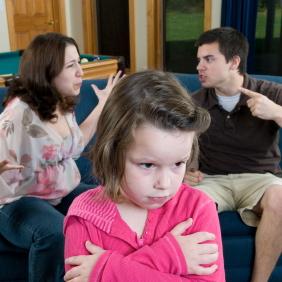 La violencia en el hogar y la depresión de los padres podrían aumentar el riesgo de TDAH en los hijos
