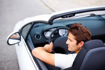 Manejar un convertible puede afectar el oído