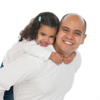 Los niños protegen el corazón de papá