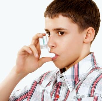 ¿Sabes darle correctamente a tu hijo el medicamento para el asma?