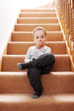 ¡Cuidado con las escaleras! 6 consejos para evitar que los niños sufran lesiones y caídas