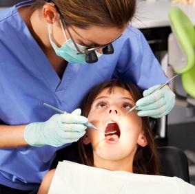 Por qué tus hijos necesitan ir a un dentista pediátrico
