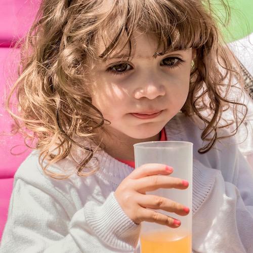 Las bebidas azucaradas y los niños en edad preescolar: una receta para la obesidad