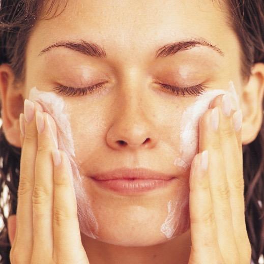 4 errores comunes que marchitan y envejecen tu piel