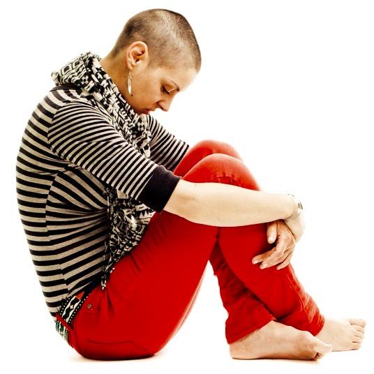 Mujer con efecto secundario de quimio