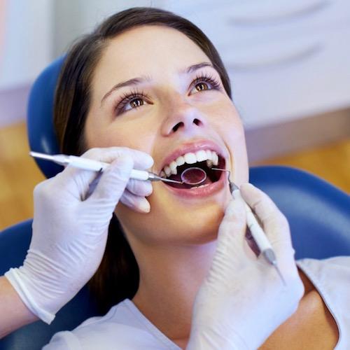 ¿Cuántas veces al año necesitas una limpieza dental profesional?