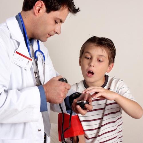 niño con hipertensión