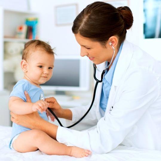 ¿Qué señales o síntomas indican que debes llamar al pediatra de tu bebé?
