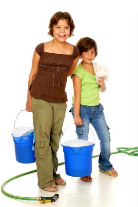 Cómo mantener un hogar limpio, aun cuando los niños están en casa durante las vacaciones